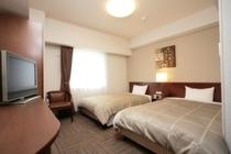 ツインルーム。広々したお部屋で快適に過ごせます。ご旅行などのご利用に最適です♪