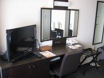 コンフォートルームでは、加湿器、三面鏡がございます。
