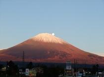月と朝富士