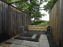 本館 露天風呂付き客室の露天風呂
