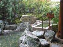 庭園露天風呂岩