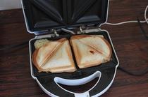 沖縄観光する為に、朝からエネルギー補充!ハム&チーズのホットサンド!200円です。