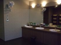 1階男子大浴場洗面スペース