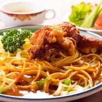 ■あんかけスパ+唐揚げ■あんがスパゲティに絶妙に絡み、パリッと揚がった鶏からと相性◎!