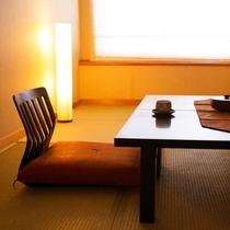 畳の感触に癒され、自然と心が落ち着きます…。