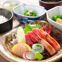 ■お刺身御膳■三河湾をはじめ、旬の鮮魚を盛り込んだお刺身御膳。