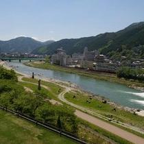 のんび〜り心和む飛騨川が流れる飛騨の風景