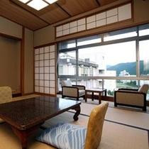 和室10畳窓から見る景色