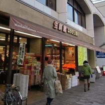 ●1階にはスーパーがあります
