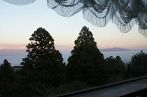 麦藁帽子からの景色