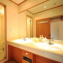 清涼館…全室洗面室と浴室が付いています(温泉ではありません)