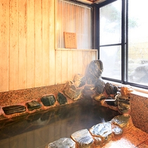 貸切家族風呂『奥』…麗景館にある岩と木造の貸切風呂です(有料)