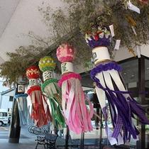玄関前の七夕飾り…仙台七夕まつりの時期に合わせて岩沼屋でも大きな七夕を飾ります。