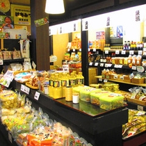 *【魚沼の里】八海醸造がプロデュース!日本酒や絶品バウムの購入、雪室見学や社食まで幅広く楽しめます。