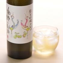 *【鶴齢の梅酒】地元:青木酒造の「鶴齢」で仕込んだ日本酒ベースの梅酒。梅の甘酸っぱさが心地よい逸品。