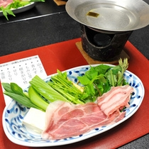 *【山菜しゃぶしゃぶ】新鮮な山菜を湯がいて食す5〜6月限定料理!風味を楽しみたいなら湯通しは軽めに。)