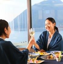 お食事はレストランでご用意いたします。
