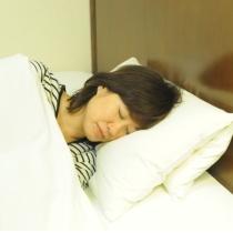 折り重ね枕(高さや硬さを調整できる枕となっております)