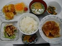 夕食 日替わり定食 一例