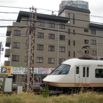 客室から近鉄電車を眺めることもできます♪