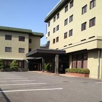 ホテル屋外駐車場(西側、正面玄関前)