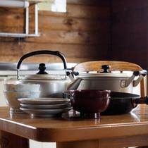 【ログハウス】調理器具や食器も揃っているキッチンで、楽しくクッキング♪