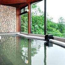 【大浴場】四季折々の景色の中、自然の恵みたっぷりの豊かな湯で癒しの時間を♪