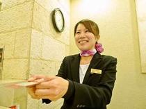 フロントスタッフの笑顔