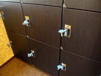 男女大浴場脱衣室には鍵付ロッカーがあります♪