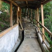 3F貸切露天までの階段(昼)
