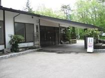 寿広園玄関前