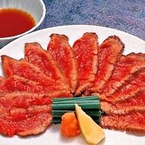 和牛のタタキは別注文で一番人気♪1人前2,100円にて承ります。