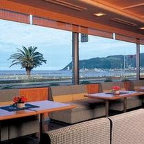 喫茶&スナック【いさご亭】目の前に広がる海を見ながらモーニングコーヒーはいかがですか。