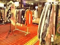 ブティックコーナー、婦人服を中心に取り揃えております。
