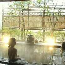 摺上川のせせらぎを聴く風情ある露天風呂
