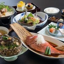 金目鯛やサザエ等、海の幸満載のお料理(一例・金目鯛2名分)