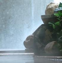 赤茶色の【湯の花】を肌にすり込めば♪美肌効果抜群。