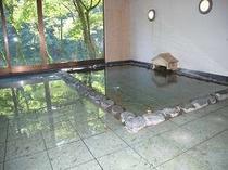 5. 湯船からも滝と利根川が見えるように開放感のあるお風呂
