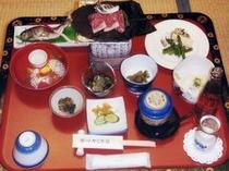 1. 夕食の一例。上州牛の朴葉焼は絶品