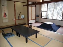 2. 利根川と滝を眺めながら寛げる和室の一例