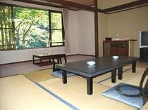 4. どの部屋からも滝と利根川が見られるゆとりあるお部屋