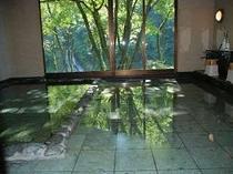 3. 美しい伊豆石と湯船は川石を使ったお風呂