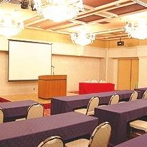 会議室(9:00-21:00【要予約】)