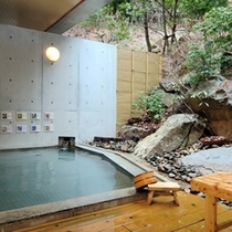 温泉大浴場「花いずみの湯」露天風呂