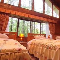 露天風呂付きコテージ「花ホテル」ベッドルーム一例