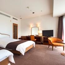 限定2室の角部屋はスタンダードツインよりもゆとりのある客室となっております。