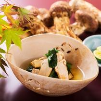 程よい歯ごたえと濃厚な味わい「法蓮草の松茸」