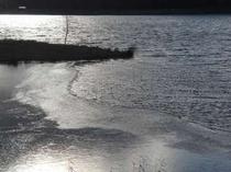 女神湖一部結氷