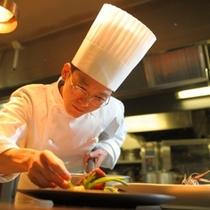 自慢のフレンチをご賞味ください。洋食料理長 太田