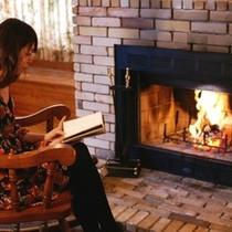 ■暖炉コテージ例■暖炉の炎にあたって思い思いのひと時をお過ごしください